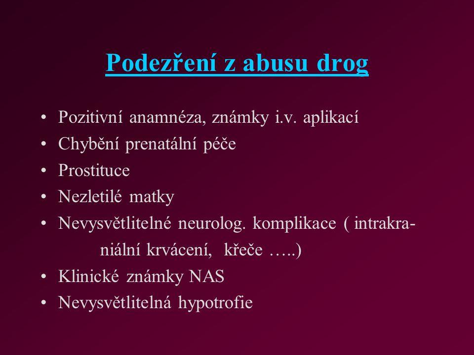 Podezření z abusu drog Pozitivní anamnéza, známky i.v. aplikací
