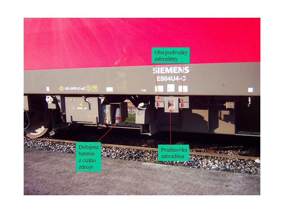 Oba podvozky zabrzděny Dobíjení baterie z cizího zdroje Pružinovka zabrzděna
