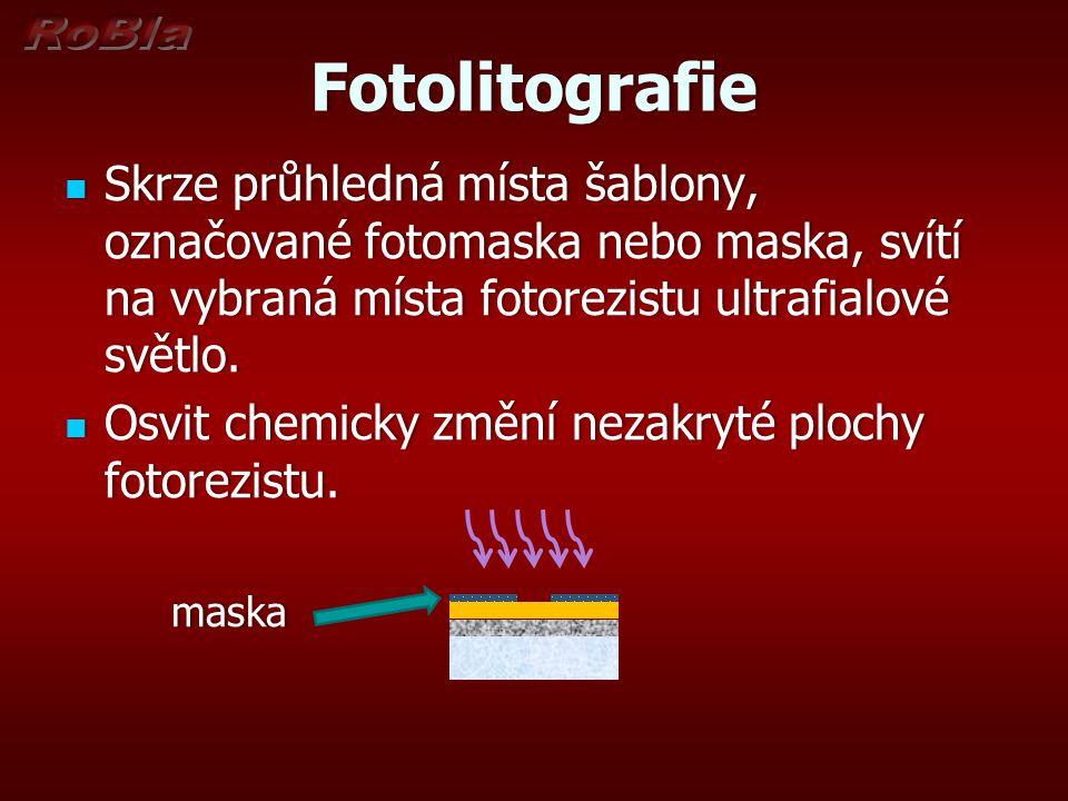 Fotolitografie Skrze průhledná místa šablony, označované fotomaska nebo maska, svítí na vybraná místa fotorezistu ultrafialové světlo.