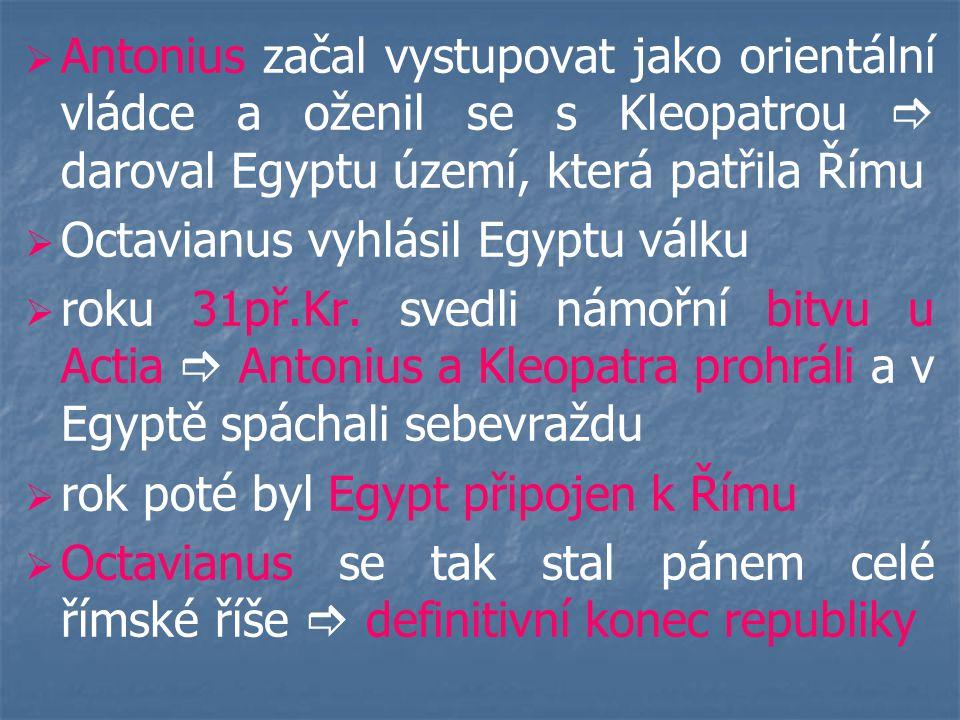 Antonius začal vystupovat jako orientální vládce a oženil se s Kleopatrou  daroval Egyptu území, která patřila Římu