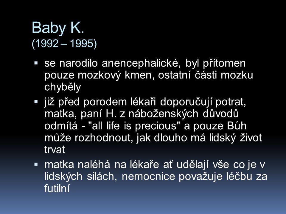 Baby K. (1992 – 1995) se narodilo anencephalické, byl přítomen pouze mozkový kmen, ostatní části mozku chyběly.