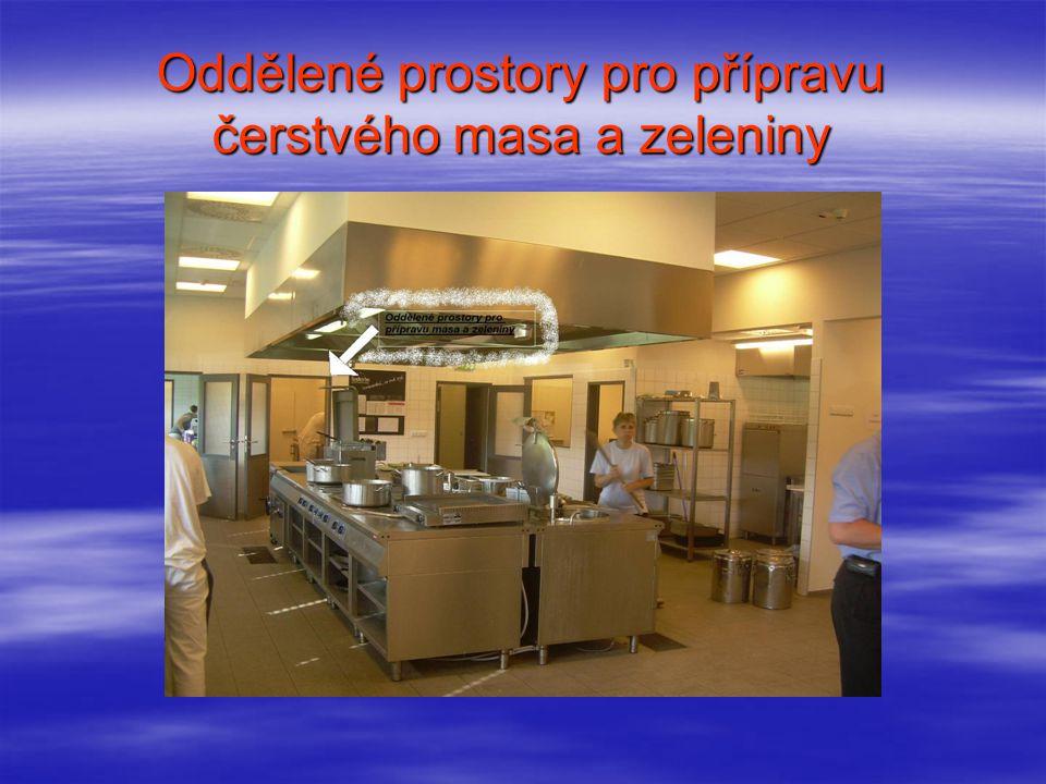 Oddělené prostory pro přípravu čerstvého masa a zeleniny