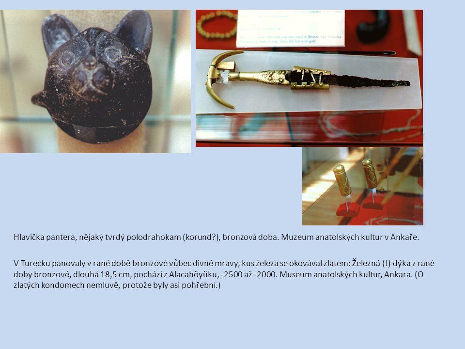 Hlavička pantera, nějaký tvrdý polodrahokam (korund. ), bronzová doba
