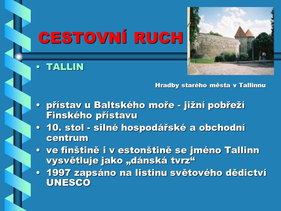 CESTOVNÍ RUCH TALLIN. Hradby starého města v Tallinnu. přístav u Baltského moře - jižní pobřeží Finského přístavu.