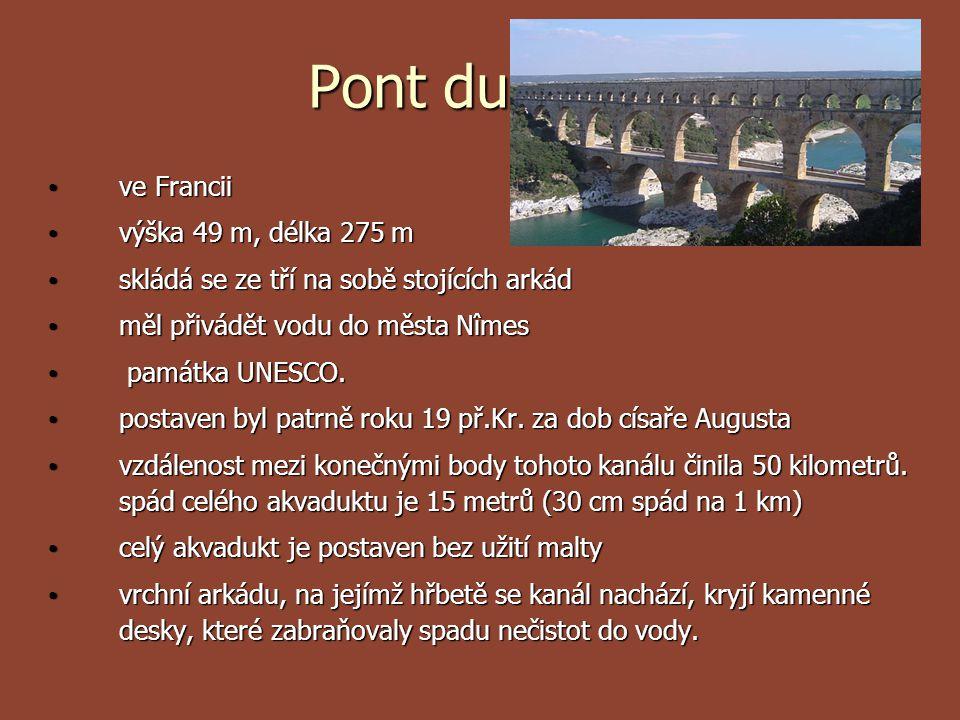 Pont du Gard ve Francii výška 49 m, délka 275 m