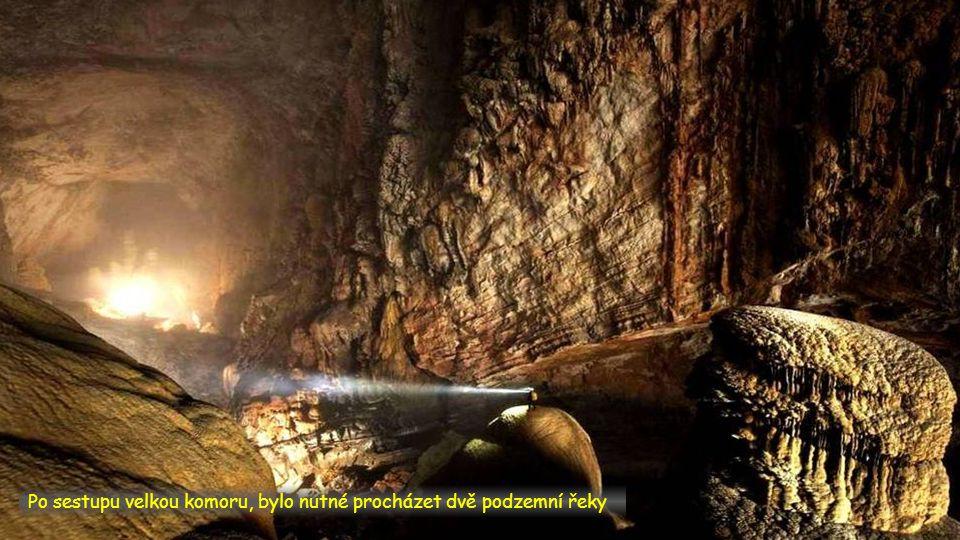 Po sestupu velkou komoru, bylo nutné procházet dvě podzemní řeky