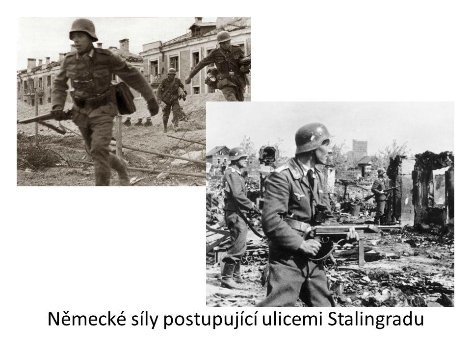 Německé síly postupující ulicemi Stalingradu