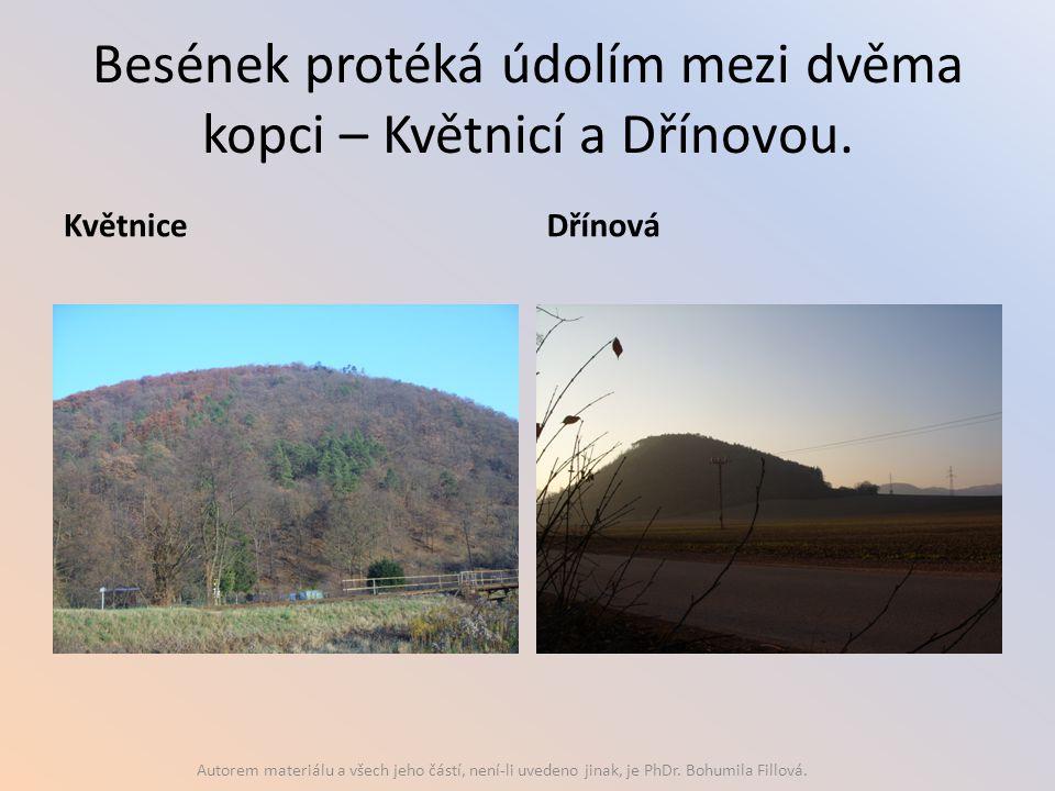 Besének protéká údolím mezi dvěma kopci – Květnicí a Dřínovou.