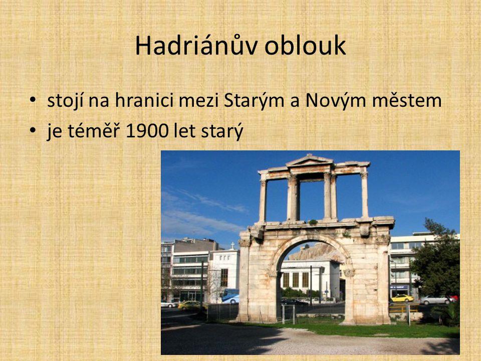 Hadriánův oblouk stojí na hranici mezi Starým a Novým městem
