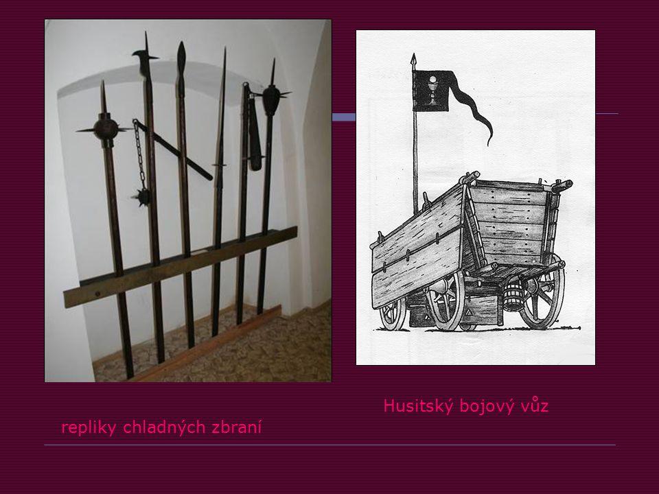 Husitský bojový vůz repliky chladných zbraní