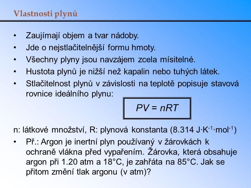 PV = nRT Vlastnosti plynů Zaujímají objem a tvar nádoby.