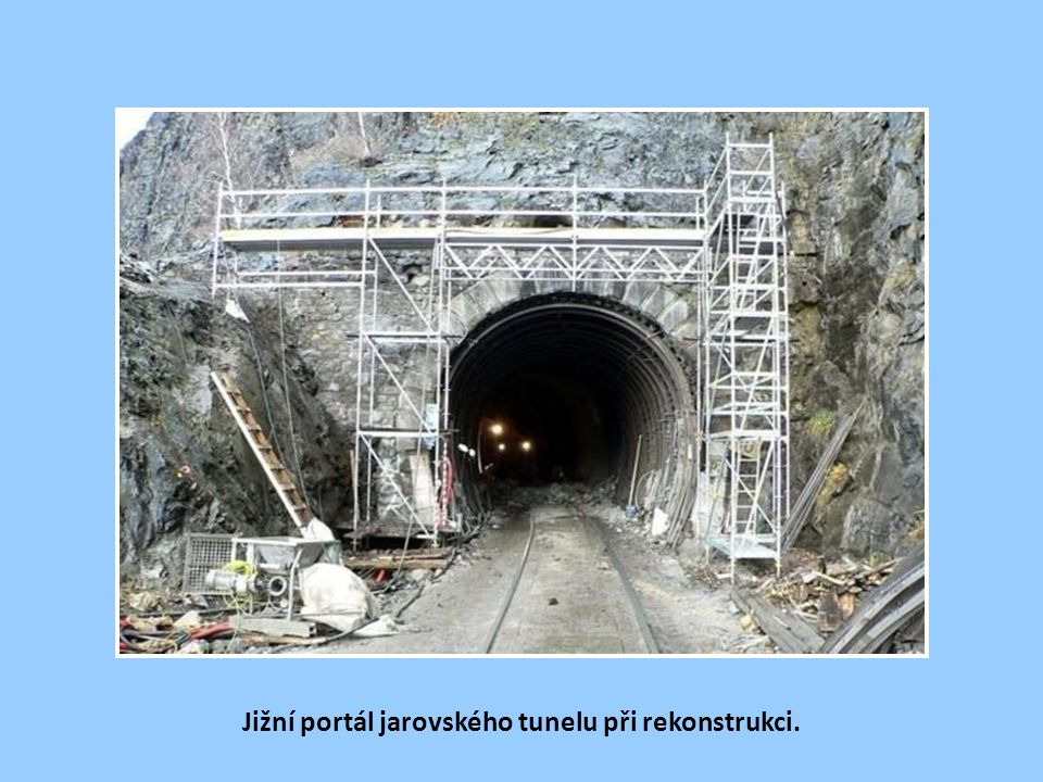 Jižní portál jarovského tunelu při rekonstrukci.