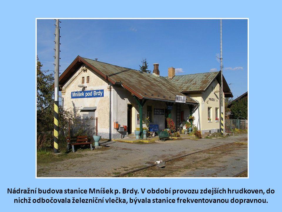 Nádražní budova stanice Mníšek p. Brdy