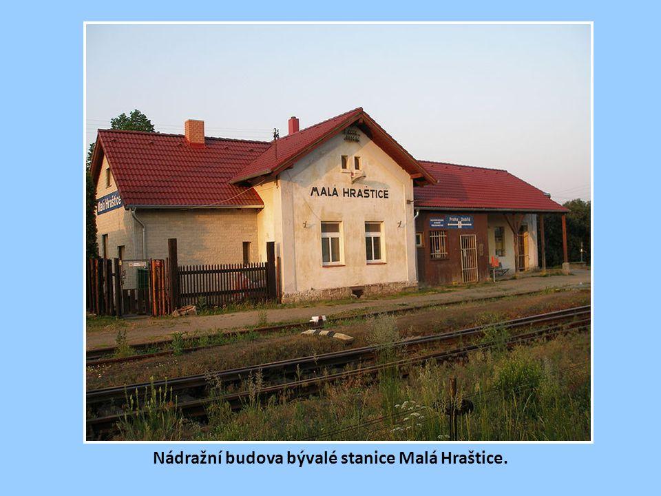 Nádražní budova bývalé stanice Malá Hraštice.