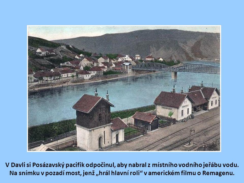 V Davli si Posázavský pacifik odpočinul, aby nabral z místního vodního jeřábu vodu.