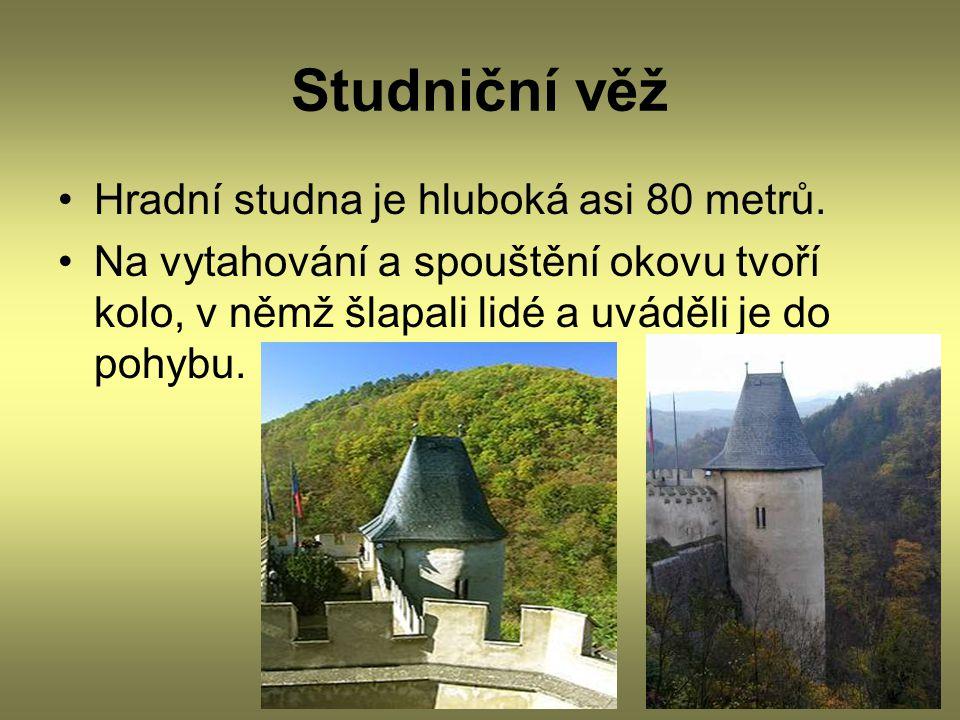 Studniční věž Hradní studna je hluboká asi 80 metrů.