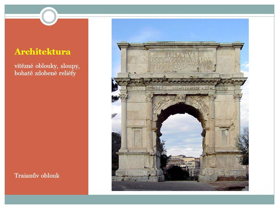 Architektura vítězné oblouky, sloupy, bohatě zdobené reliéfy