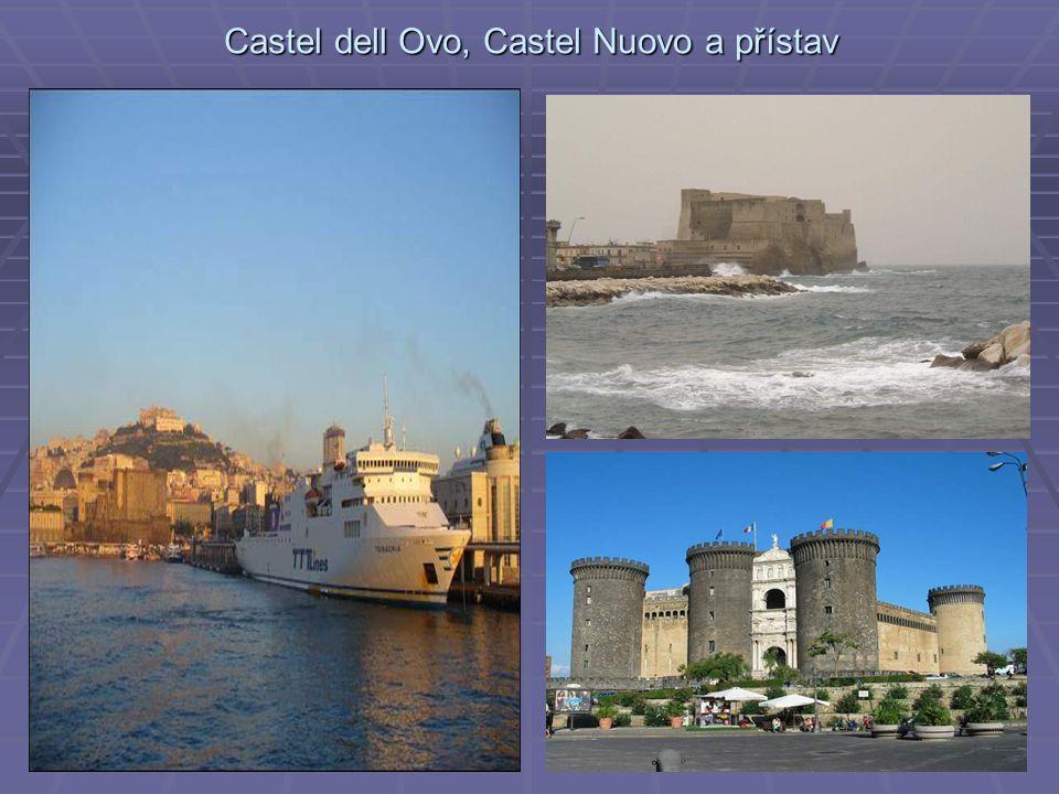 Castel dell Ovo, Castel Nuovo a přístav