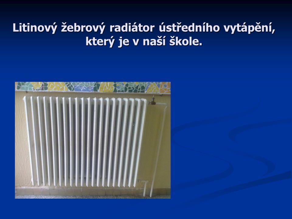 Litinový žebrový radiátor ústředního vytápění, který je v naší škole.