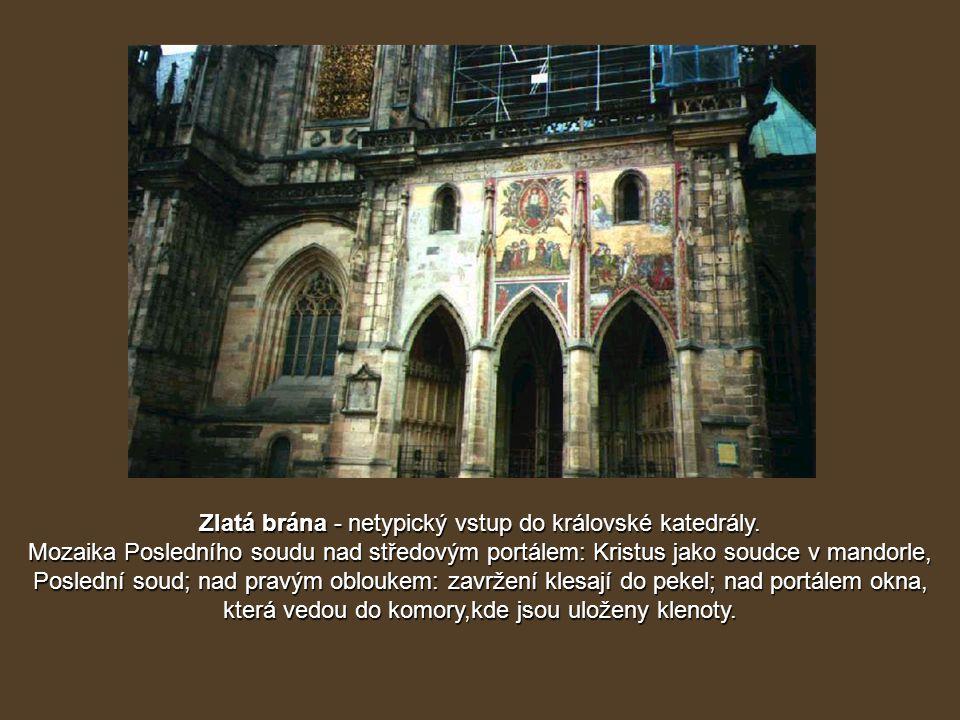 Zlatá brána - netypický vstup do královské katedrály.