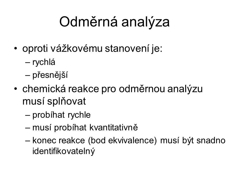 Odměrná analýza oproti vážkovému stanovení je: