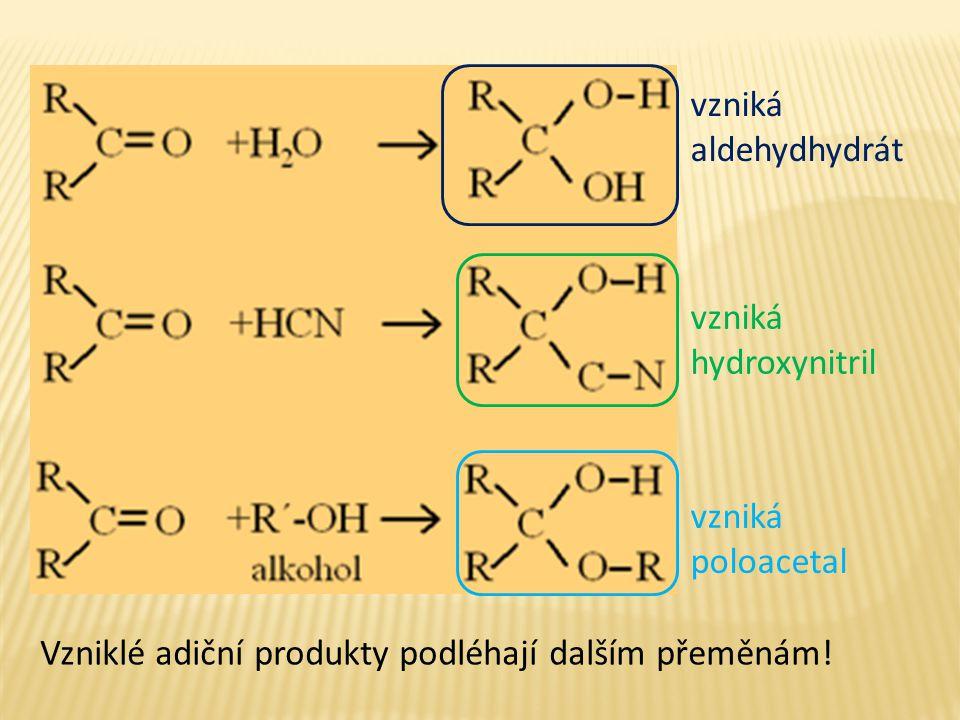 vzniká aldehydhydrát. vzniká hydroxynitril. vzniká poloacetal.