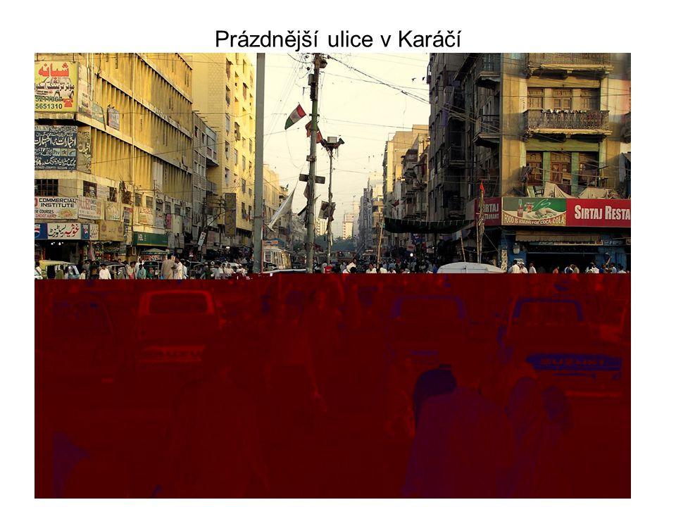 Prázdnější ulice v Karáčí
