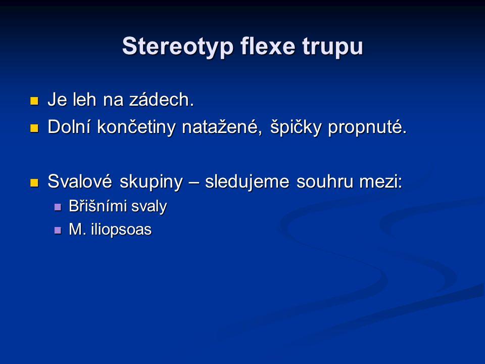 Stereotyp flexe trupu Je leh na zádech.