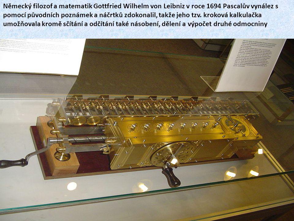Německý filozof a matematik Gottfried Wilhelm von Leibniz v roce 1694 Pascalův vynález s pomocí původních poznámek a náčrtků zdokonalil, takže jeho tzv.