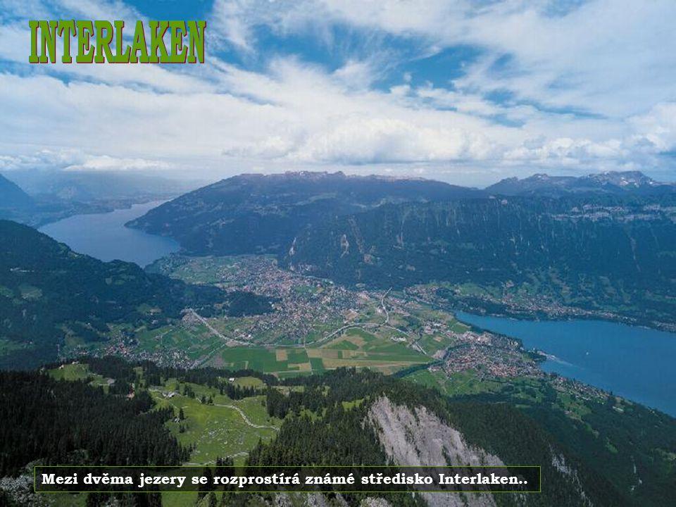 INTERLAKEN Mezi dvěma jezery se rozprostírá známé středisko Interlaken..