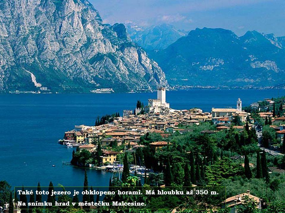 Také toto jezero je obklopeno horami. Má hloubku až 350 m.