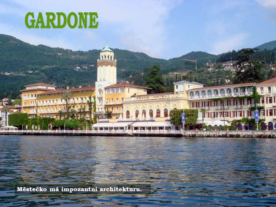 GARDONE Městečko má impozantní architekturu.