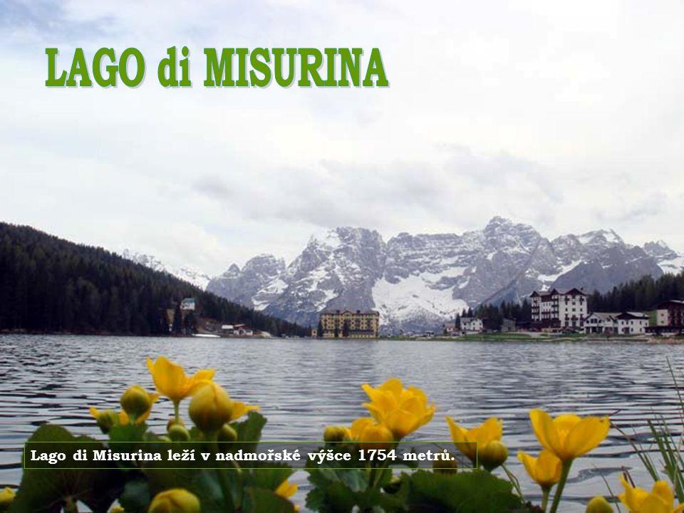 LAGO di MISURINA Lago di Misurina leží v nadmořské výšce 1754 metrů.