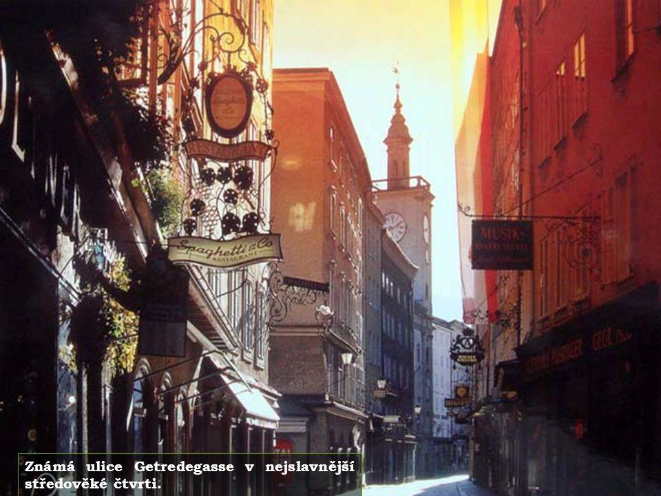 Známá ulice Getredegasse v nejslavnější středověké čtvrti.