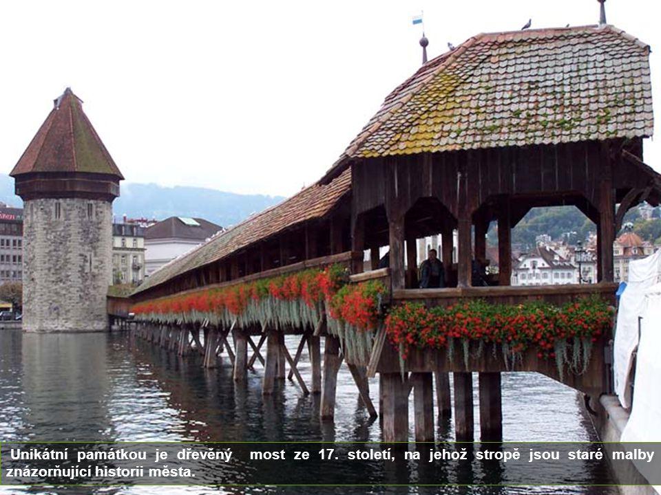 Unikátní památkou je dřevěný most ze 17