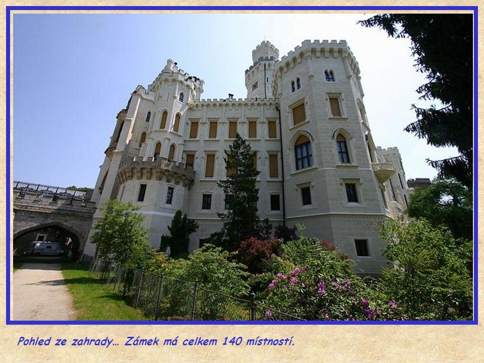 Pohled ze zahrady… Zámek má celkem 140 místností.