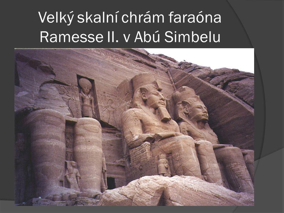 Velký skalní chrám faraóna Ramesse II. v Abú Simbelu