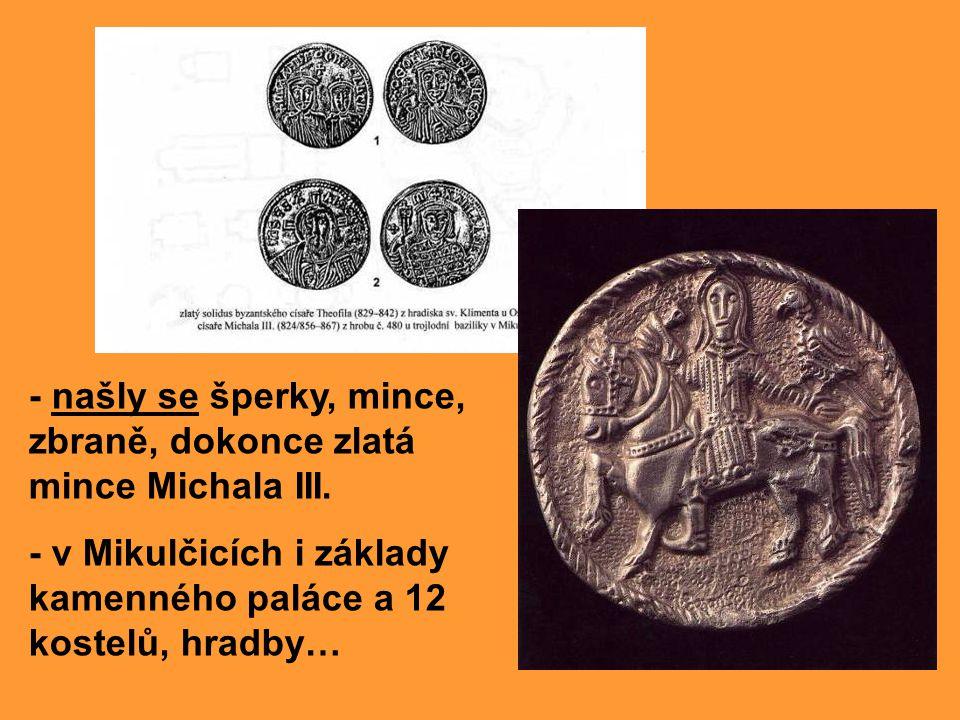 - našly se šperky, mince, zbraně, dokonce zlatá mince Michala III.