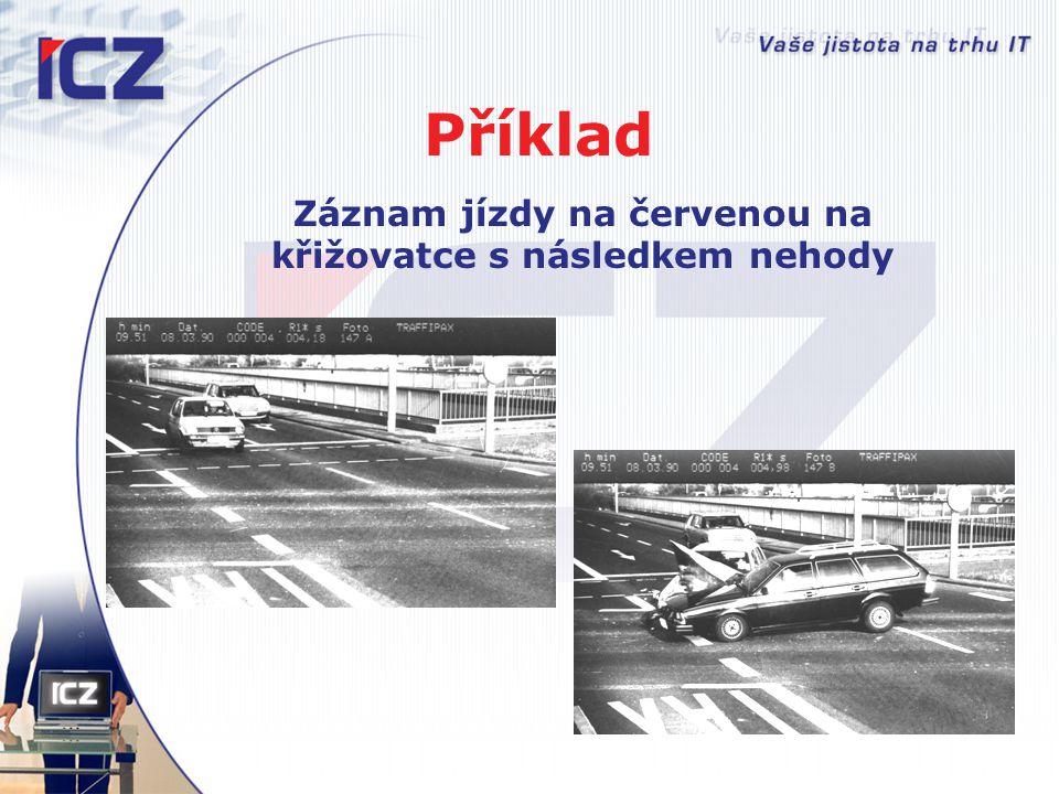 Záznam jízdy na červenou na křižovatce s následkem nehody