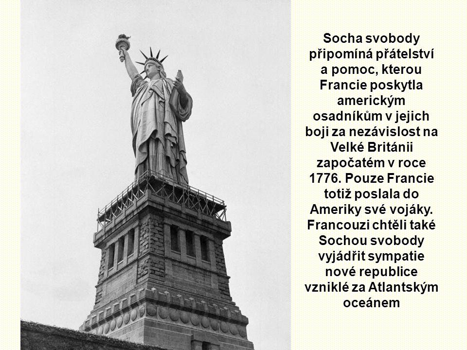 Socha svobody připomíná přátelství a pomoc, kterou Francie poskytla americkým osadníkům v jejich boji za nezávislost na Velké Británii započatém v roce 1776.