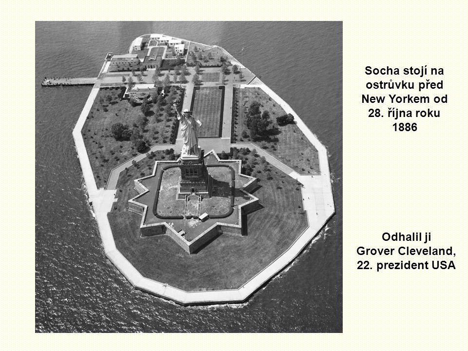 Socha stojí na ostrůvku před New Yorkem od 28. října roku 1886