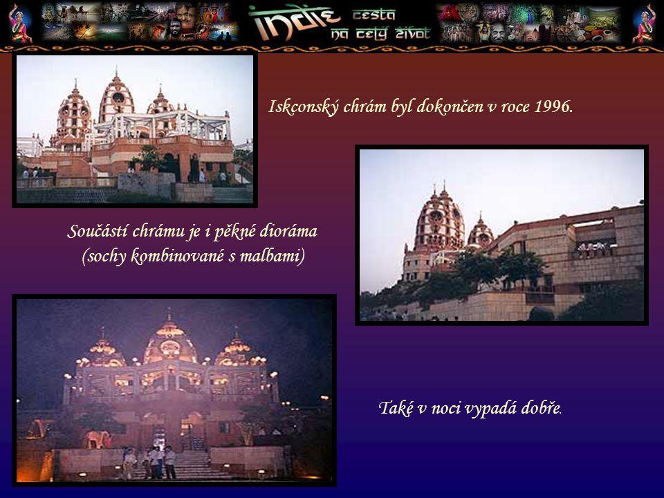Součástí chrámu je i pěkné dioráma (sochy kombinované s malbami)