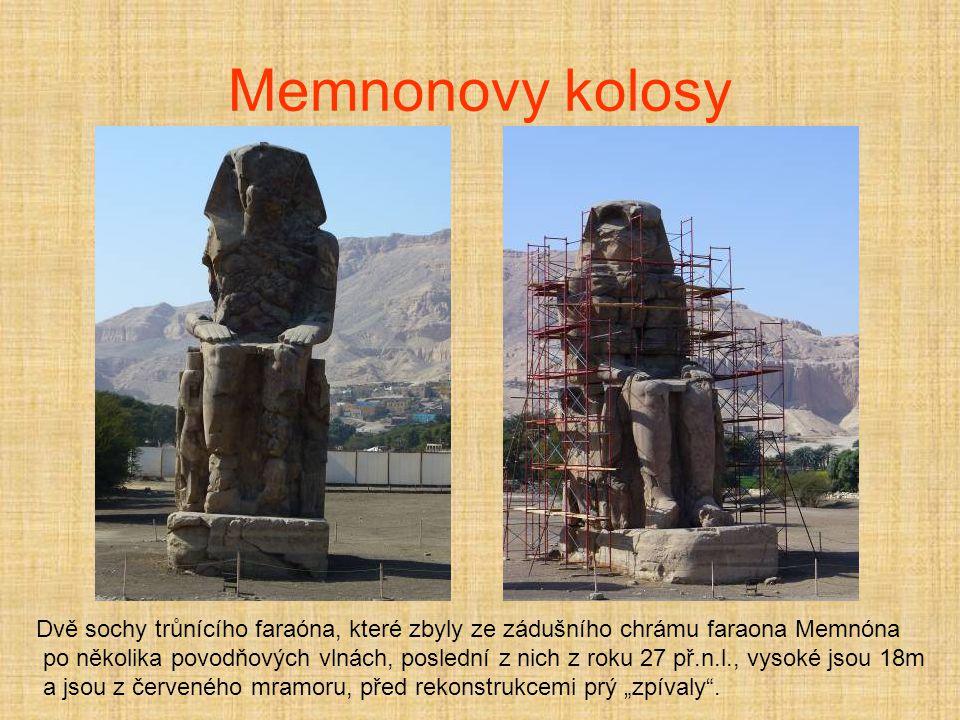 Memnonovy kolosy Dvě sochy trůnícího faraóna, které zbyly ze zádušního chrámu faraona Memnóna.