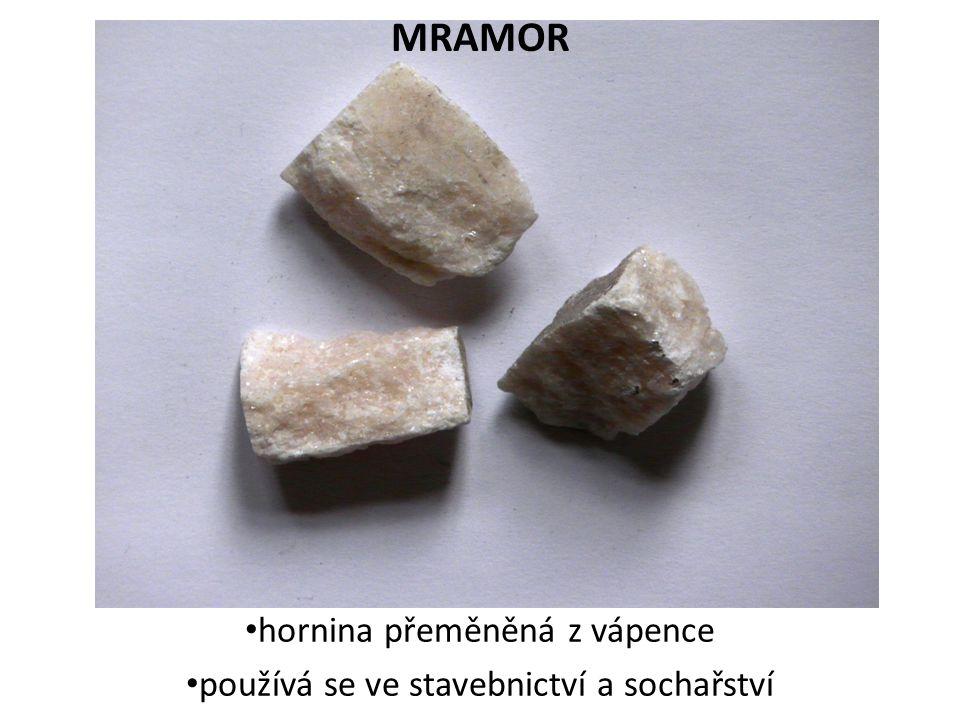 hornina přeměněná z vápence používá se ve stavebnictví a sochařství