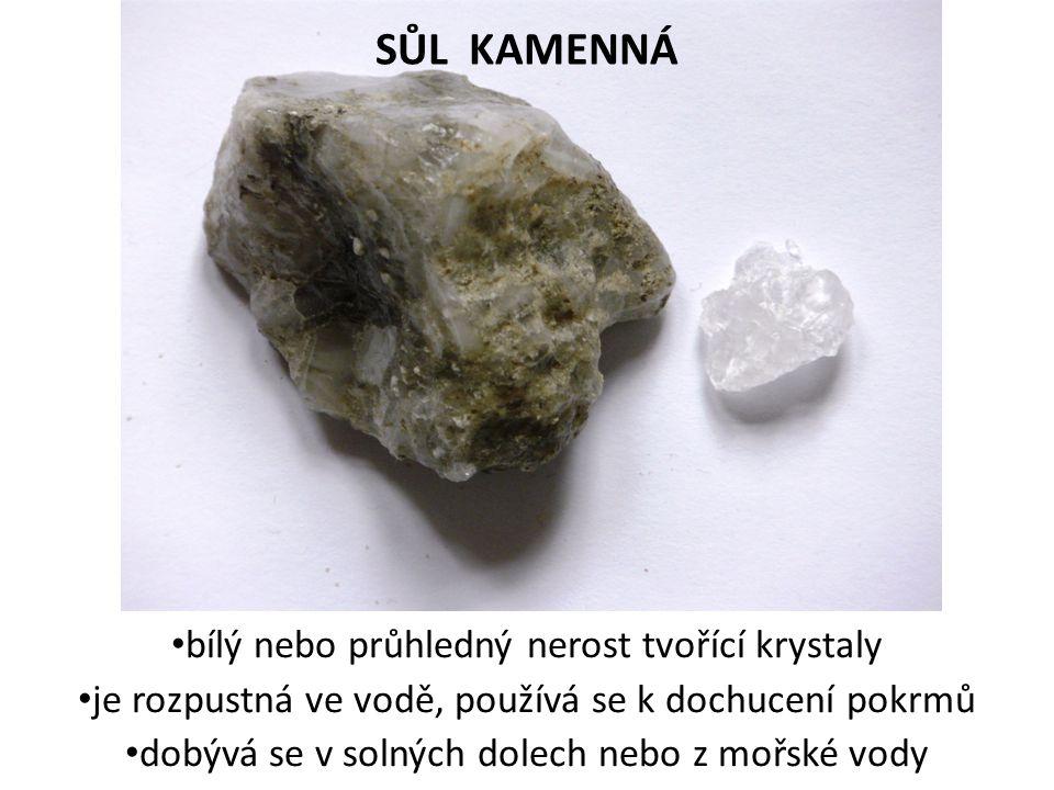 SŮL KAMENNÁ bílý nebo průhledný nerost tvořící krystaly