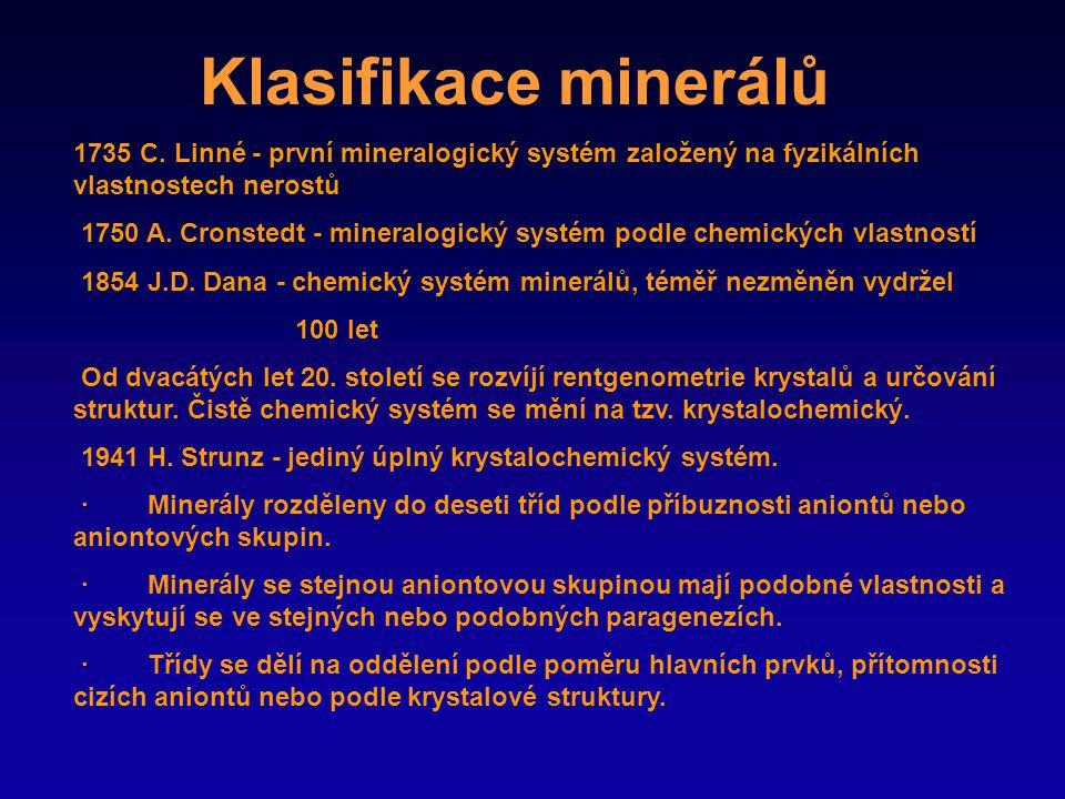 Klasifikace minerálů 1735 C. Linné - první mineralogický systém založený na fyzikálních vlastnostech nerostů.