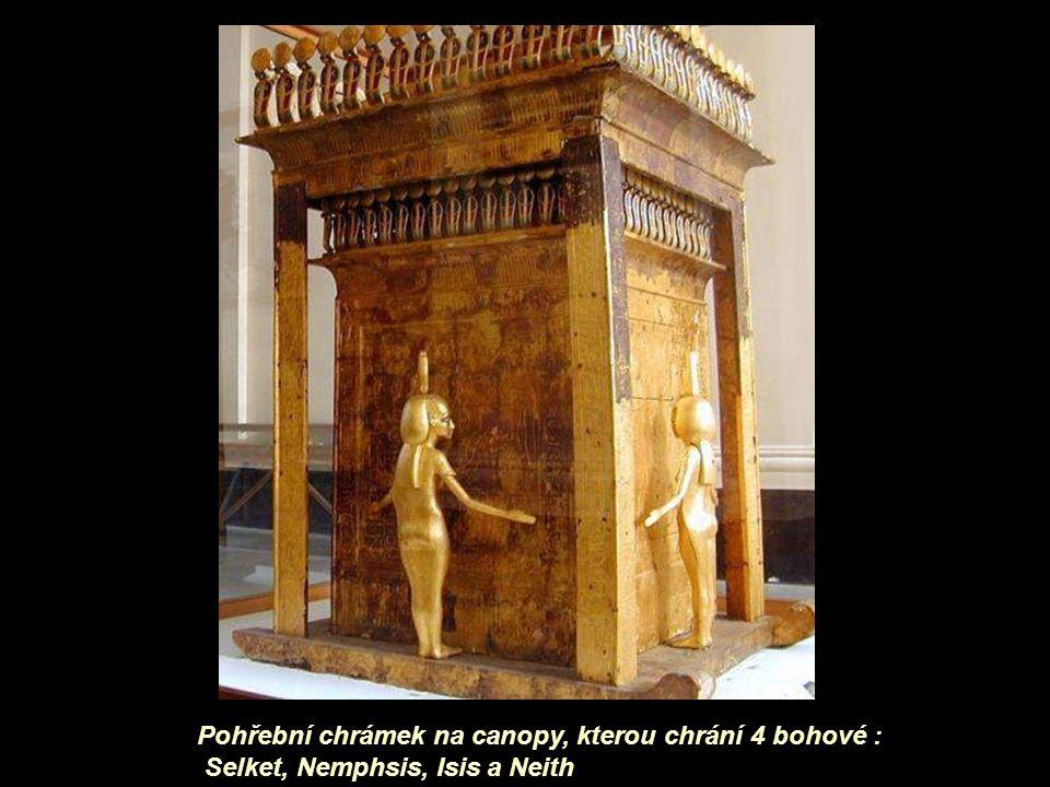 Pohřební chrámek na canopy, kterou chrání 4 bohové :