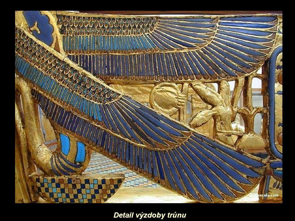 Detail výzdoby trůnu