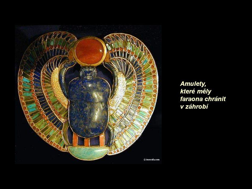 Amulety, které měly faraona chránit v záhrobí