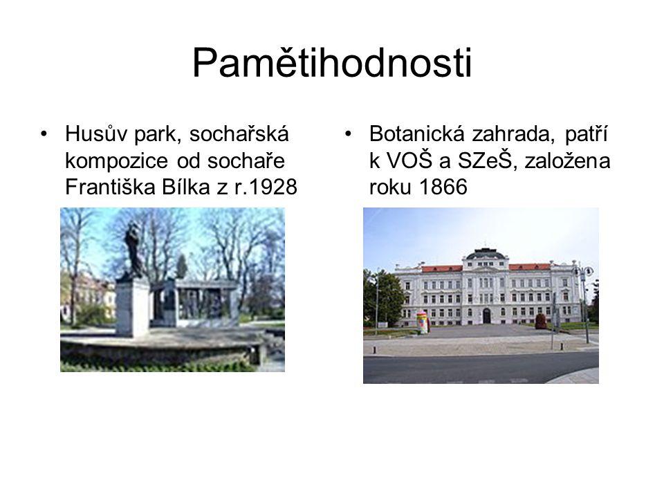 Pamětihodnosti Husův park, sochařská kompozice od sochaře Františka Bílka z r.1928.
